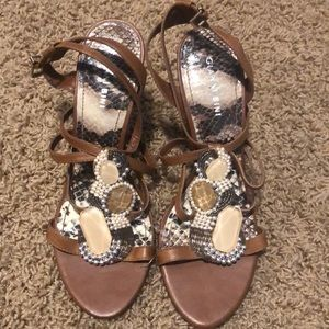 Gianni bini brown strapy embroidered heels size 10